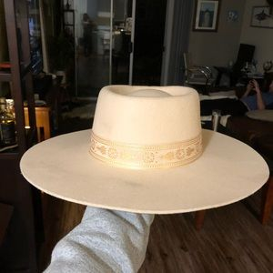 Lack of color Juno hat in cream, size medium